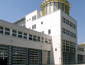 Секционные ворота Hormann ALR  40 из алюминия для промышленных объектов.