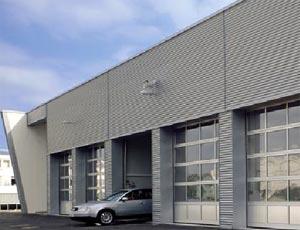 Теплые секционные ворота Hormann ALR  40 из алюминия для промышленных объектов.