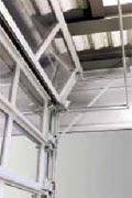 Компактные секционные ворота Hormann ISO-S поднимаются вертикально вверх и посекционно складываются под потолком