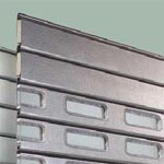 Рулонные ворота Hormann: Полотно рулонных ворот алюминий с отделкой stucco.
