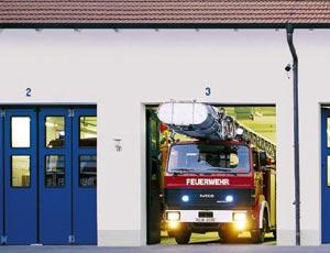 Скоростные складные стальные ворота Hormann для пожарных частей.