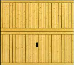 Деревянные подъемно-поворотные ворота Hormann Berry. Деревянная филенка с гофрами и профилями посередине мотив 937.