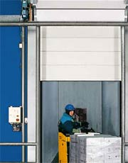 Скоростные ворота Hormann секционного типа Iso-Speed TK для холодильных камер.