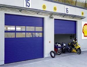 Одностенные стальные секционные ворота Hormann STE 40 для промышленных объектов.