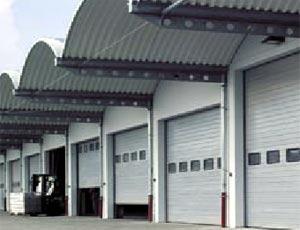 Промышленные одностенные стальные секционные ворота Hormann STE 40.
