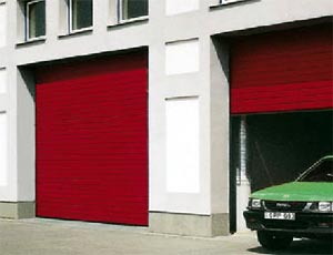 Стальные одностенные секционные ворота Hormann STE 40 для промышленных объектов.