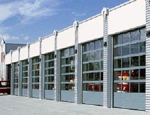 Секционные ворота Hormann TAP  40 из стали и алюминия для промышленных объектов.