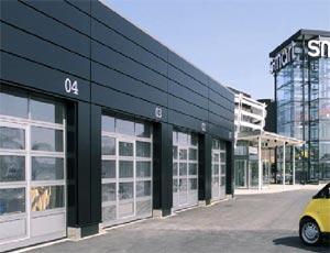 Секционные ворота Hormann TAR  40 из алюминия для промышленных объектов.