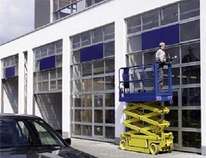 Теплые секционные ворота Hormann TAR  40 из алюминия для промышленных объектов.