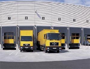 Теплые стальные секционные ворота Hormann TPU 40 для промышленных объектов.