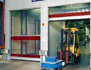 Скоростные ворота Hormann серии V 6015 TR для наружного применения с системой ветрозащиты.